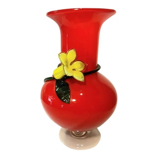 Vintage Hand Blown Red Art Glass Yellow Daffodil Vase For Sale