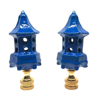 Royal Blue Pagoda Dovecote Lamp Finials - a Pair For Sale
