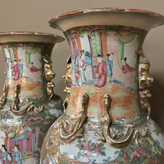 Pair 19th Century Hand-Painted Cantonese Rose Medallion Porcelain Vases For Sale - Image 4 of 13