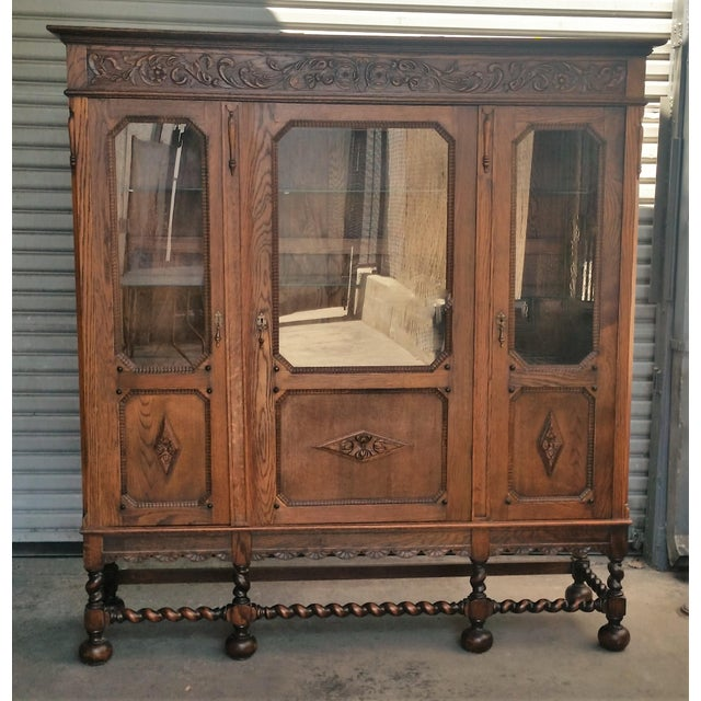 Beautiful quarter sawn oak (1/4 or tiger oak) china cabinet / bookcase. Was probably originally designed as a bookcase but...