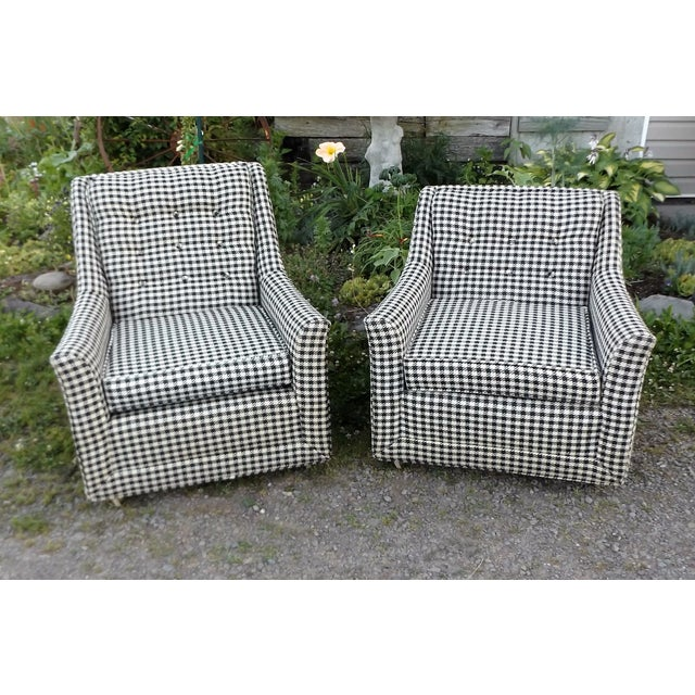 Beautiful Black and white Houndstooth pattern club chairs made by Kroehler in Binghamton, NY factory. Signature Design...