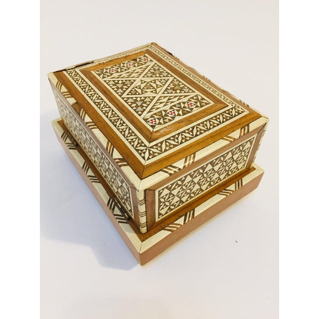 Vintage Moorish Spanish Granada Mother of Pearl Inlay Cigarettes Music Box For Sale - Image 12 of 13