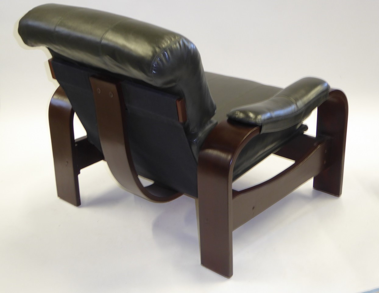Superbe 1980s Scandinavian Modern Dark Green Leather U0026 Bentwood Lounge Chairs   A  Pair For Sale