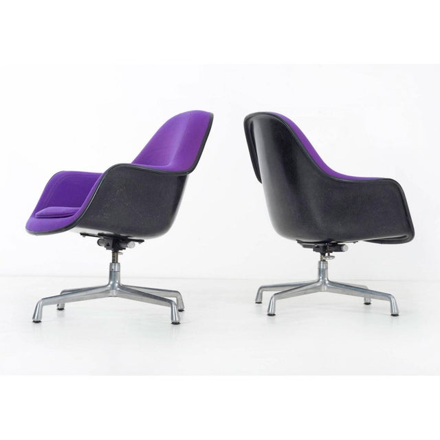 pair of Herman Miller Lounge Chairs For Sale In Los Angeles - Image 6 of 11