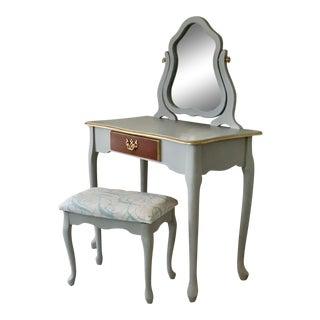 Queen Anne 3 Piece Vanity Set For Sale