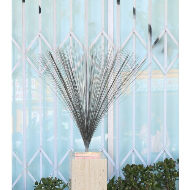 """Vintage Old Harry Bertoia Style """"Spray"""" Sculpture in good condition. No damages on the base nor on the metal. Very cute..."""