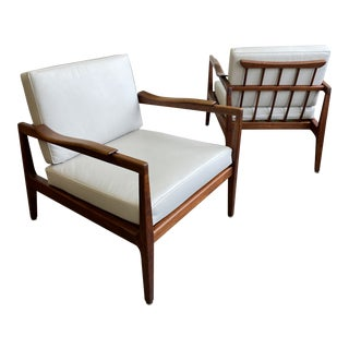 Mid Century Pair of Walnut and Leather Lounge Chairs For Sale