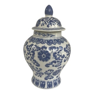 Chinese Blue and White Lidded Ginger Jar For Sale