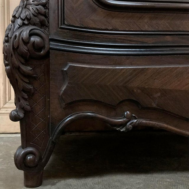 19th Century French Louis XV Rosewood Display Armoire ~ Bookcase For Sale In Dallas - Image 6 of 13