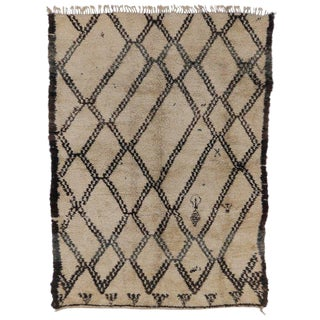 Vintage Beni Ourain Moroccan Traditional Village Style Rug - 6′8″ × 9′1″ For Sale