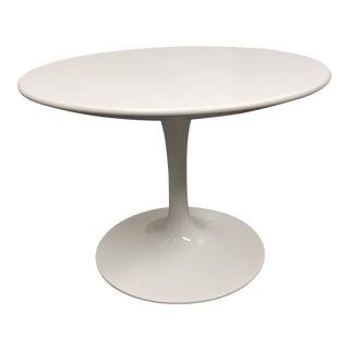 Mid-Century Modern Knoll Saarinen Round White Side Table