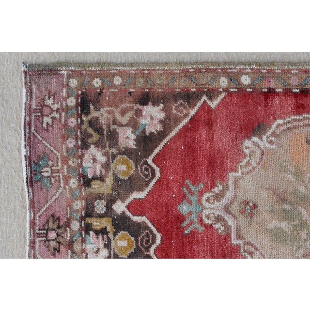 """Abstract Early 20th Century Turkish Muted Rose/Pink Accent Rug - 1'9"""" X 3'8"""" For Sale - Image 3 of 10"""