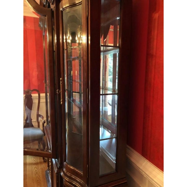 1980s Bernhardt Mahogany Breakfront China Cabinet For Sale - Image 5 of 12