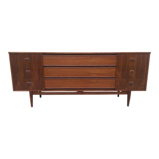 Mid Century Danish Modern 9 Drawer Dresser / Credenza For Sale