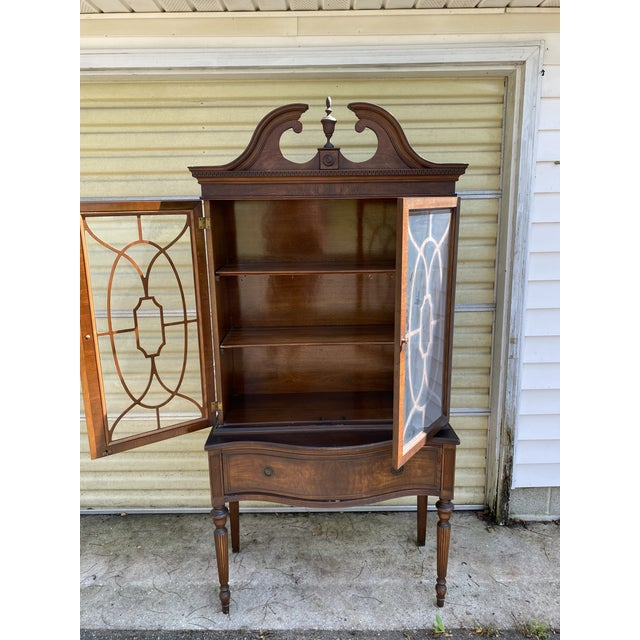 Absolutely beautiful Chippendale style curio cabinet with charming details, one large drawer, two inner shelves with plate...