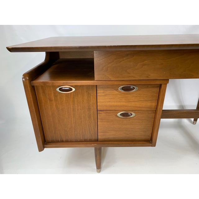 For sale is this gorgeous mid century modern solid wood desk. This is a great floating desk made by hooker furniture.