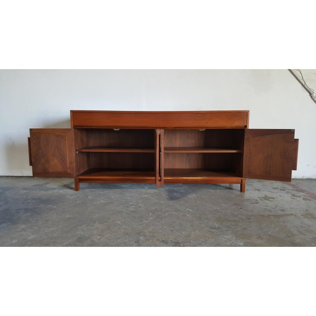 Brown 1960s Mid Century Modern John Keal for Brown Saltman Walnut Credenza For Sale - Image 8 of 13