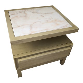 American of Martinsville Blonde Mahogany and White Marble Two-Tiered Accent Table For Sale