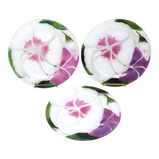 Vintage 1982 Art Glass Flower Plates by Victor Polumbo - Set of 3 For Sale