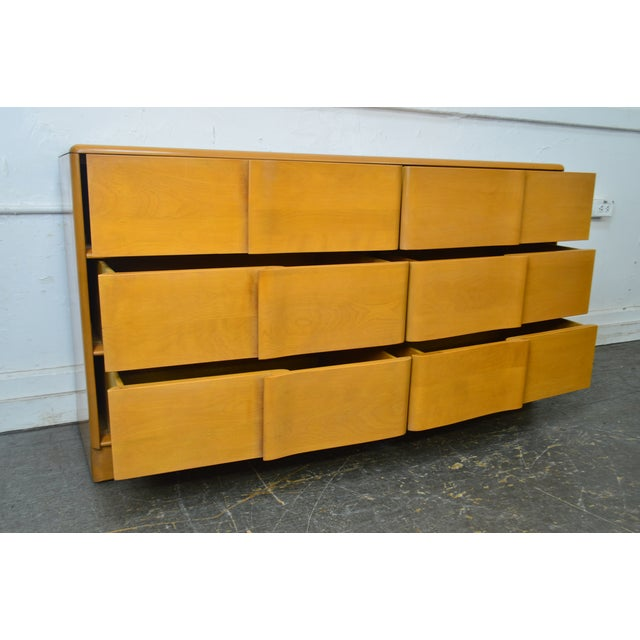Mid-Century Modern Heywood Wakefield Sculptura Mid Century Modern Maple 6 Drawer Dresser For Sale - Image 3 of 13