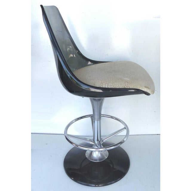 1970s Mid-Century Modern Chromecraft Acrylic & Chrome Dry Bar & Two Stools - 3 Pieces For Sale In Miami - Image 6 of 11