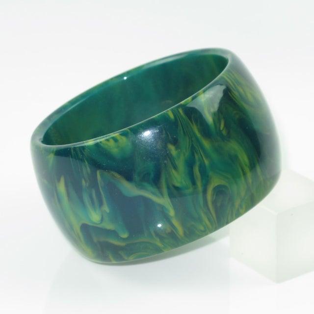 1940s Bakelite Bangle Bracelet Blue-Moon Marble Oversized Wide Shape For Sale - Image 5 of 5