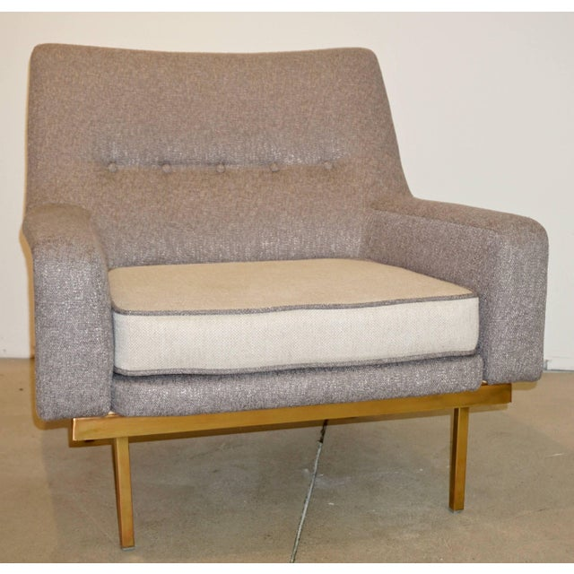 Contemporary 1970s Arflex Italian Brass Base Two-Tone Pepper Cream and Taupe Gray Armchair For Sale - Image 3 of 13