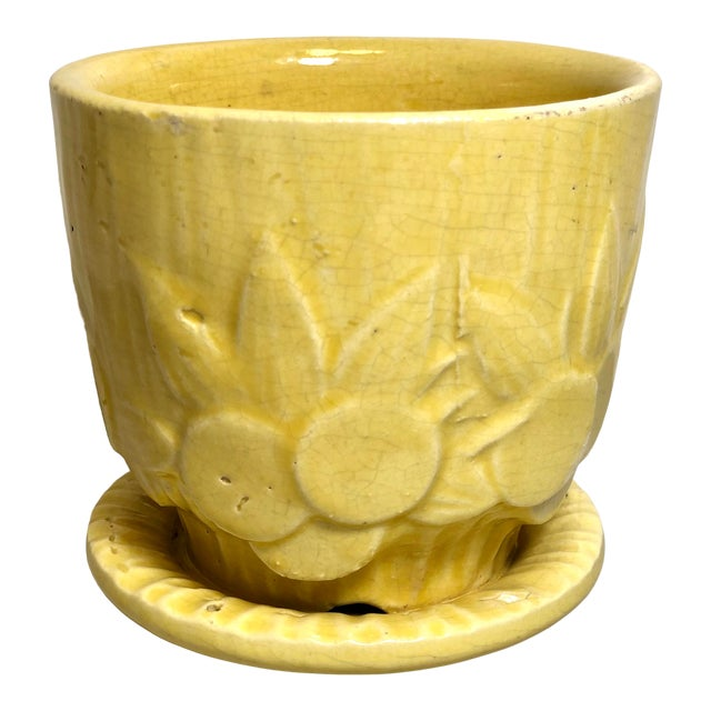 "McCoy Pottery 1940s - 1960s Small ""Yellow"" Mid-Century Flowerpot and Saucer For Sale"