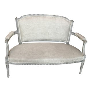 19th Century French Louis XV Tweed Upholstered Grey Wood Settee For Sale