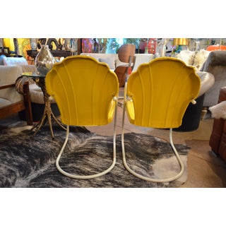 Vintage Pair of Original Yellow Calumet Shell Chairs Preview