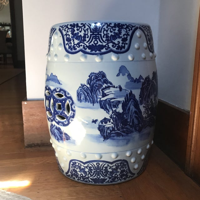A beautiful Chinese Vintage Traditional Chinese Blue and White Porcelain Garden Stool,