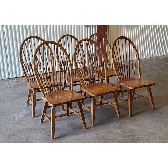 This is a very nice solid oak round dining room table with 6 Windsor side chairs made by Broyhill Furniture in thir sought...