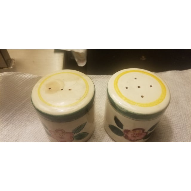 Early Mid Century Stangl Flowers Salt and Pepper Shakers - a Pair For Sale In Miami - Image 6 of 10