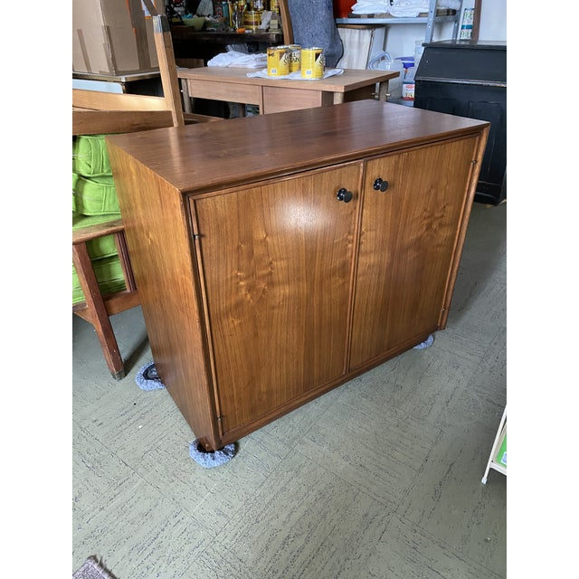 1960s Vintage American of Martinsville Cabinet For Sale - Image 11 of 11