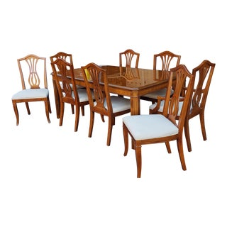 1990s Drexel Heritage Yorkshire Collection Yew Wood Parsons Dining Table W/ 8 Sheraton Chairs For Sale