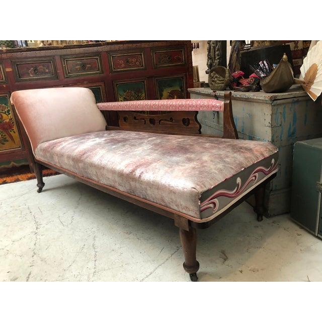 Art Nouveau 1920s Art Nouveau Plush Pink Chaise Lounge For Sale - Image 3 of 11