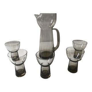6 Piece - Mid-Century Smoked Glass Pitcher and Cocktail Glasses For Sale