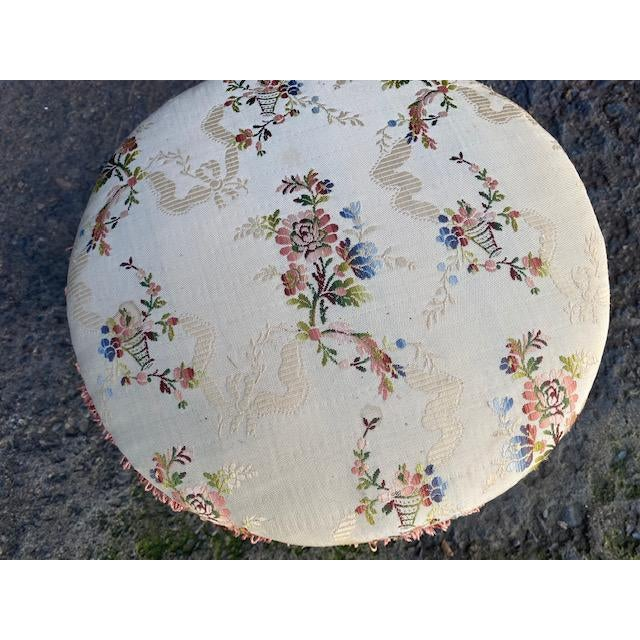 Shabby Chic Early 18th Century Vintage Giltwood Italian Carved Foot Stool For Sale - Image 3 of 9