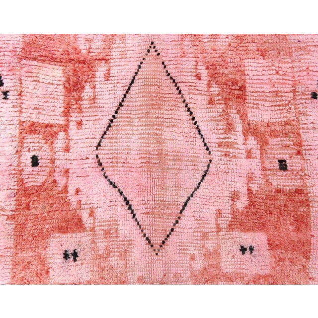 1960s Vintage Moroccan Boujad Rug - 5′2″ × 9′10″ For Sale - Image 4 of 12
