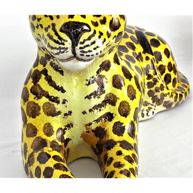Mid-Century Modern Italian Ceramic Cheetah Sculpture Hollywood Regency Style MCM Italy Majolica Millennial For Sale - Image 5 of 11