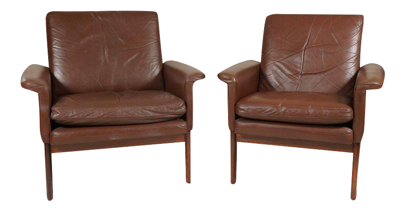 Elegant Danish Modern Leather Chairs   A Pair