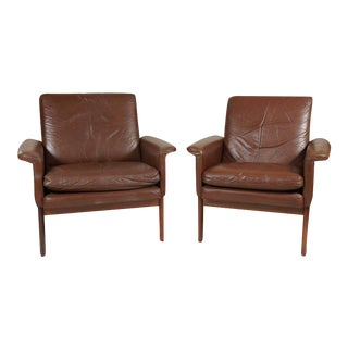 Pair of Leather Armchairs in the Style of Finn Juhl For Sale