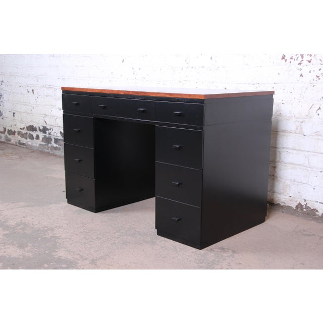 Art Deco Early Edward Wormley for Dunbar Walnut and Black Lacquered Kneehole Desk, 1940s For Sale - Image 3 of 13