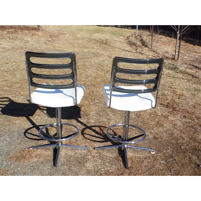 White Chromcraft Mid-Century Lucite Swivel Bar Stools - A Pair For Sale - Image 8 of 10