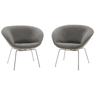 Pair of Pot Chairs by Arne Jacobsen for Fritz Hansen, Restored, Maharam Fabric For Sale
