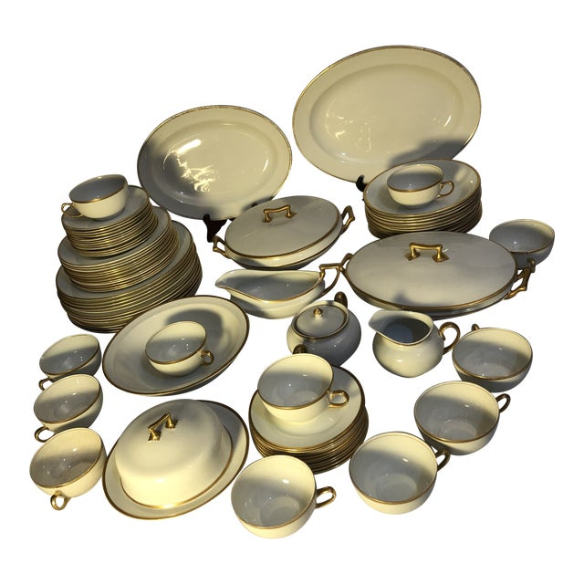 18th Century W. H. Grindley & Co Chine Marengo Pattern White Gold Trim Dinnerware - 83 Pieces For Sale