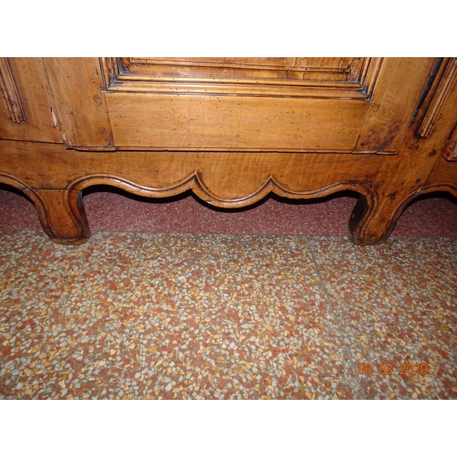 French Louis XV Walnut Enfilade For Sale In New Orleans - Image 6 of 13
