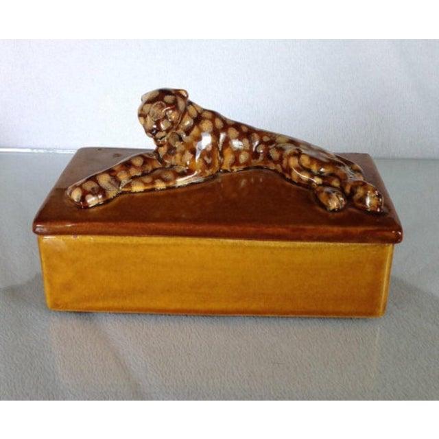Antique vintage Royal Haeger circa 1940s leopard box. Gorgeous honey brown color glaze. Excellent condition with no breaks...
