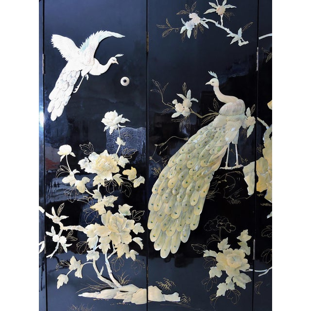 Round Mid-Century Chinese Four Panel Mother of Pearl and Black Lacquer Peacock Room Divider For Sale - Image 4 of 7