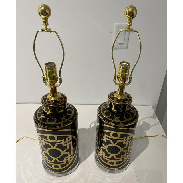 Mid-Century Modern Mid-Century Modern Porcelain and Lucite Table Lamps - a Pair For Sale - Image 3 of 13